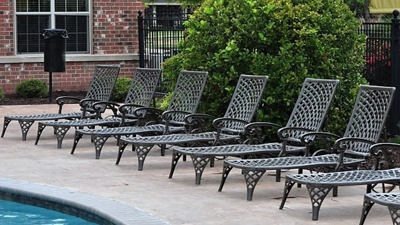 Barbecue and relaxation area by the pool - lafayette gardens - apartments - lafayette la